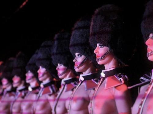 crazy-horse-cabaret-paris-11pm-show-88454-1_w600